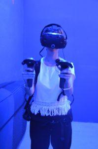 Mission Huxley VR Exit Game mit Htc Vive Spielerin